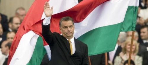 Hongrie-orban-drapeaux.jpg