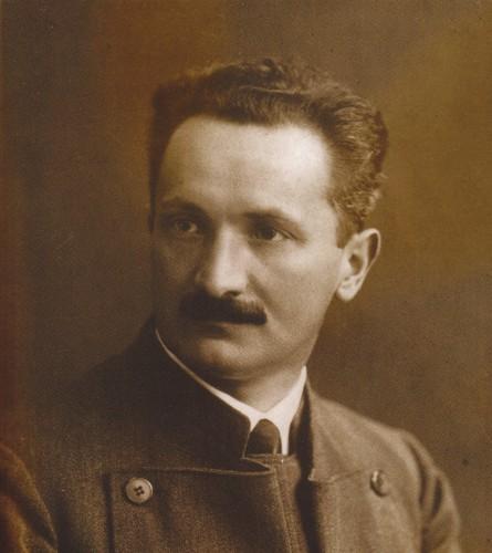 Heidegger 1927.jpg