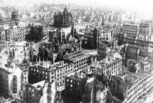 Bombardement de Dresde.jpg