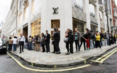 Vuitton_queue.jpg