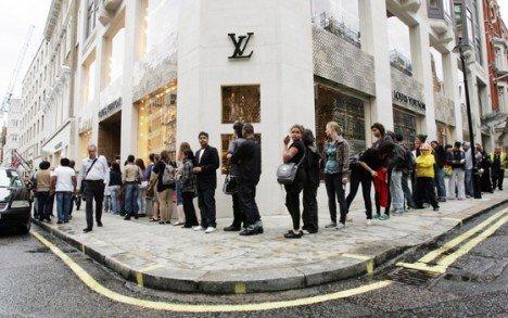 Vuitton_queue.jpg