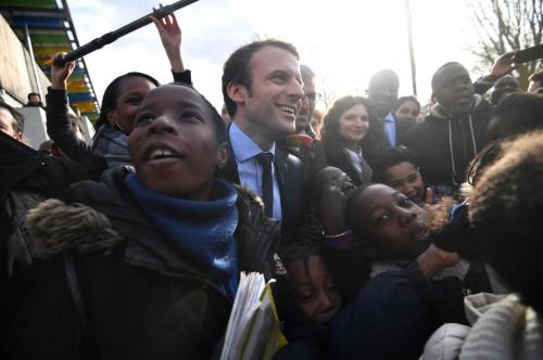 Macron_banlieue.jpg